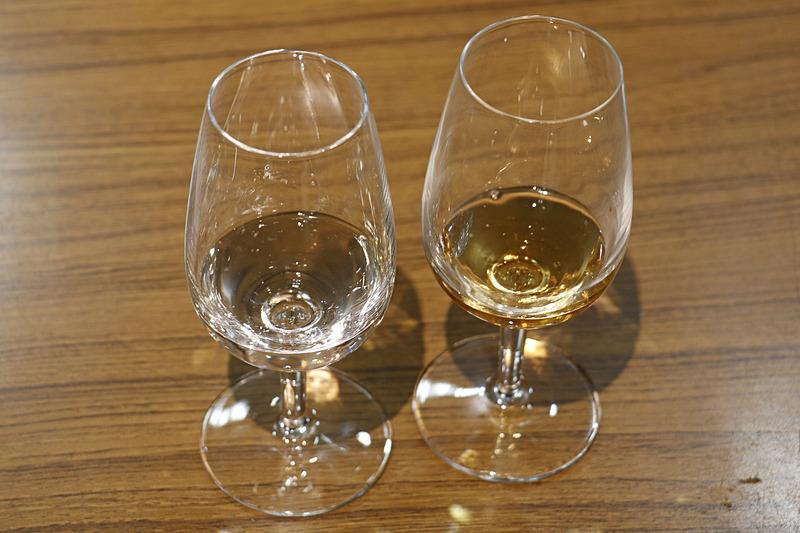 左が「一ノ蔵 特別純米酒 辛口」、右が温泉熱熟成酒「一ノ蔵 Madena」
