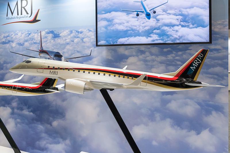 三菱重工のブースでは、MRJ90とMRJ70のモデルプレーンを展示