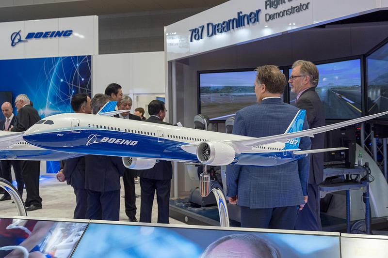 ボーイング 787-10型機のモデルプレーン