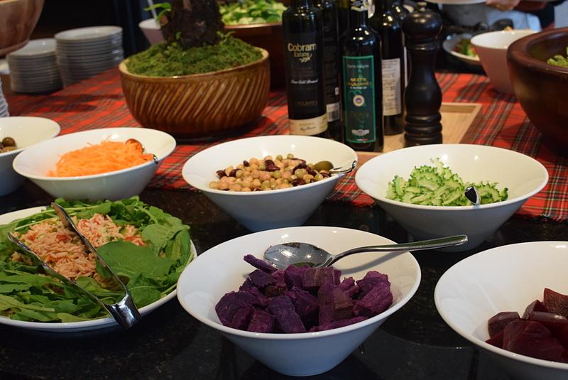 紫色が鮮やかなムラサキ芋やビーツは地元で採れたもの