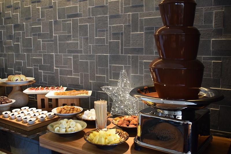 デザートコーナーには、子供や女性に喜ばれそうなチョコレートファウンテン