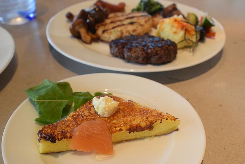 実食第2弾は、フレンチトースト、肉料理&ソテー