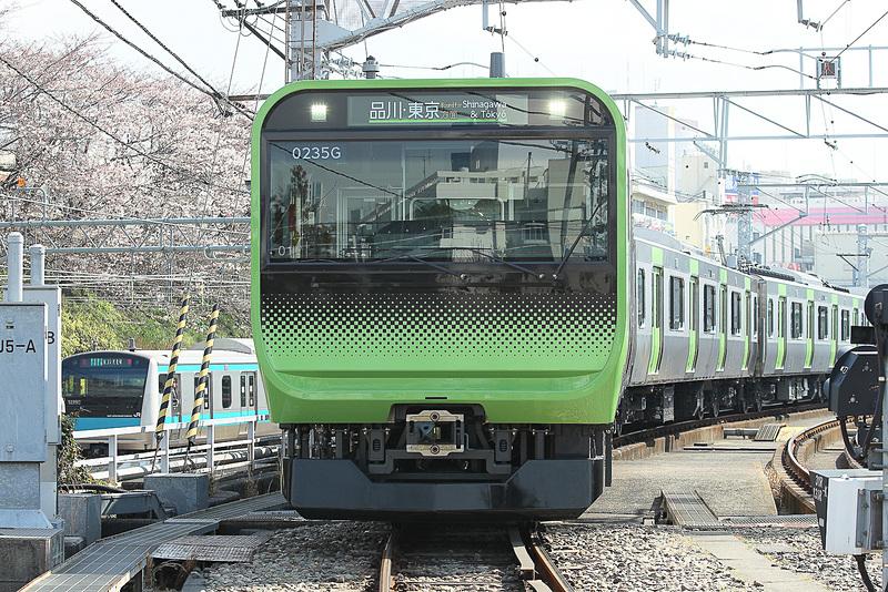 JR東日本は山手線のE235系車両1編成を使い、「ATO(Automatic Train Operation:自動列車運転装置)」の試験と、投影型ヘッドアップディスプレイの視認性試験を行なう