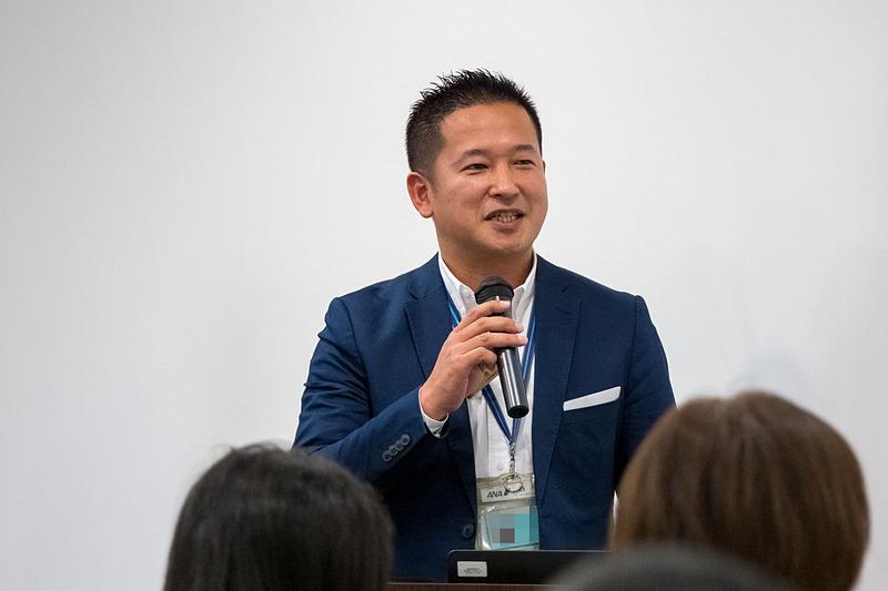 開会のあいさつをする全日本空輸株式会社 CS&プロダクト・サービス室 商品戦略部 マネージャーの西村健氏