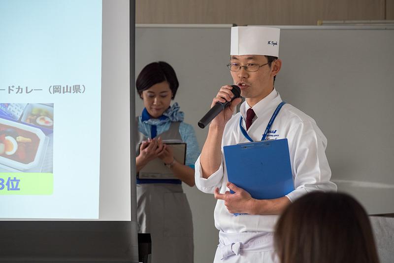 投票の結果、1位となった「フィッシュカツと蓮根カレー」と、3位の「牡蠣醤油のシーフードカレー」を考案した和食シェフの田口公也氏