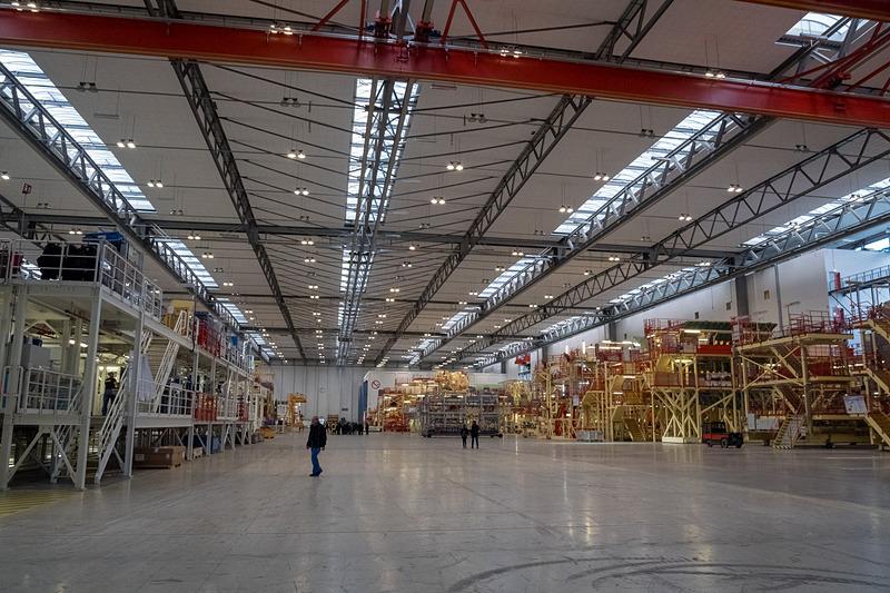 エアバスのドイツ・ハンブルク工場にあるエアバス A380型機の構造組立ラインを見学