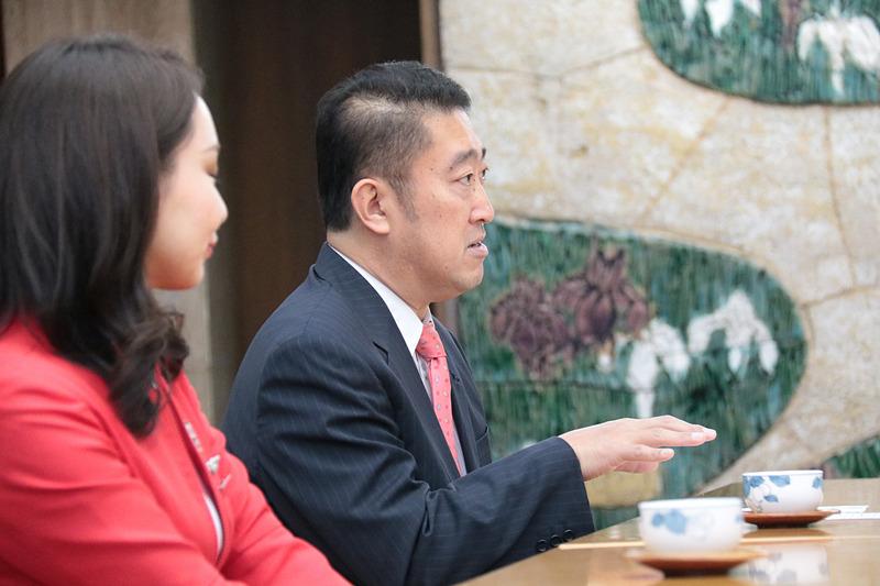 エアアジア・ジャパン 代表取締役 会長の谷本龍哉氏が愛知県知事の大村秀章氏を表敬訪問