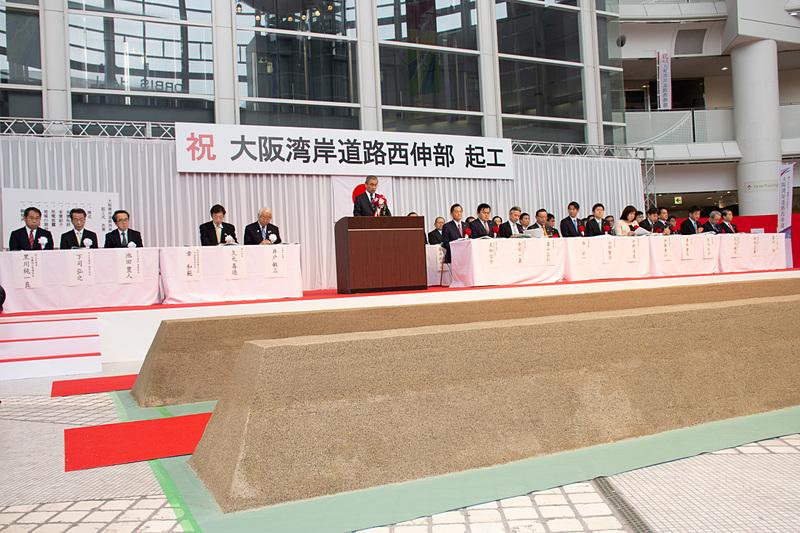 関係者や議員連、地元選出の議員などが出席した