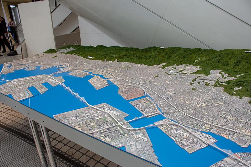 会場に用意された大阪湾岸道路西伸部の模型