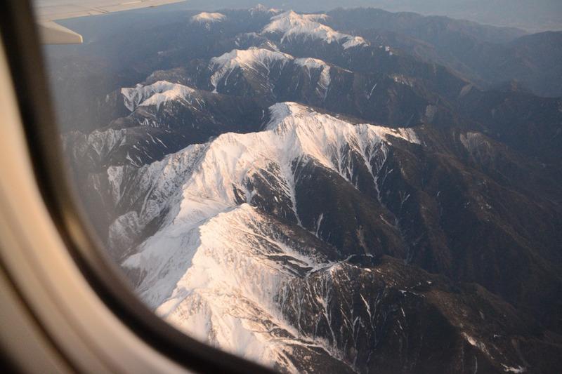 朝日に照らされる南アルプスの山々