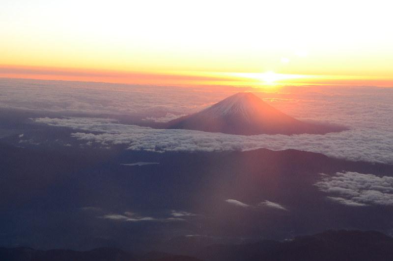 2019年の初日の出。空の上から見る日の出は格別に美しい
