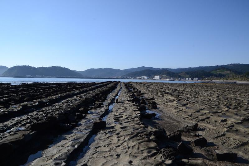 鬼の洗濯板。波の浸食によってできた国の天然記念物