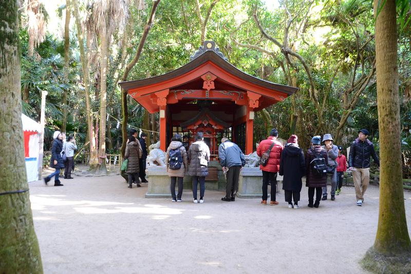 青島の中心にある元宮。亜熱帯植物のビロウ樹に囲まれていて、凛とした空気で満ちていた