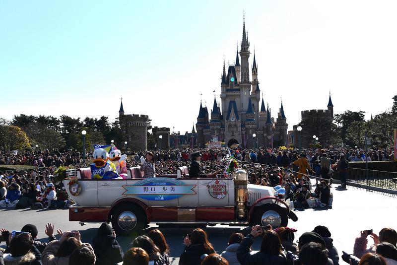 2019年-2020年東京ディズニーリゾート・アンバサダー 野口歩美さんも同乗しあいさつ