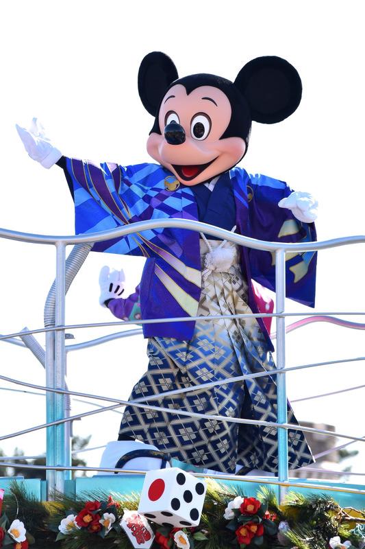 ミッキーマウスは紋付袴でゲストに新年のごあいさつ