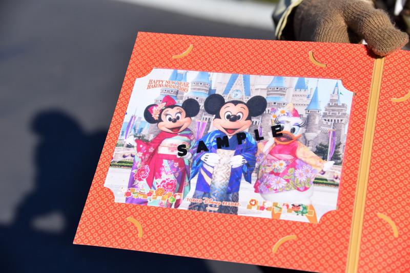 着物姿のミッキーマウスたちのスペシャルな写真が付属する