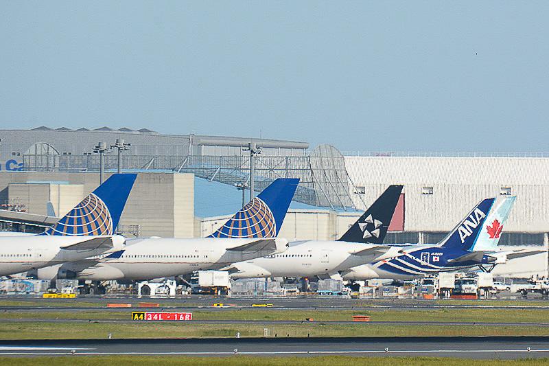 「国際観光旅客税」(出国税)が1月7日から適用される。国内主要航空各社は国際線旅客に対し、航空券発券時に航空運賃などと合わせて1人あたり「1000円」を徴収する