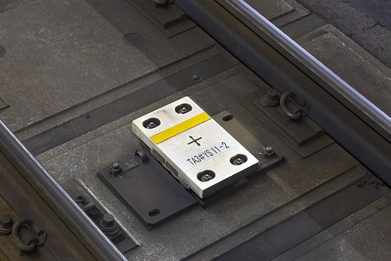 大崎駅に設置されたTASC(Train Automatic Stop Control system)地上子