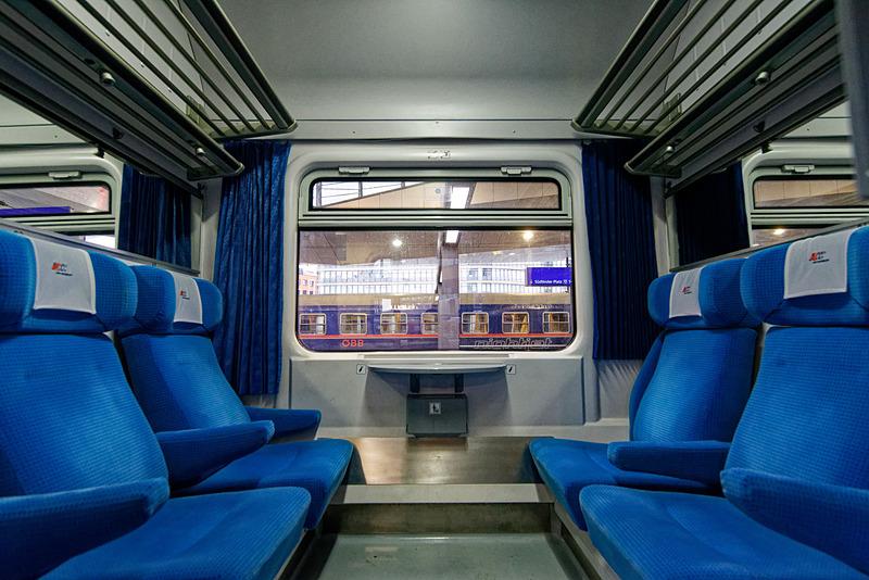 ウィーンでEuroCityに乗車。座席は一等指定席