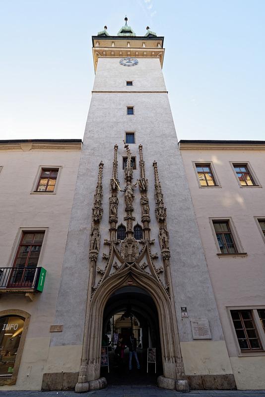 市役所として使われていた建物。先端の曲がった装飾が特徴的だが、こちらも職人が給料を十分にもらえず、嫌がらせで意図的に曲げたとも言われている