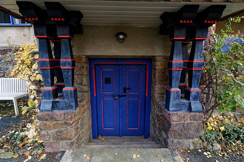 玄関と地下室の出入り口