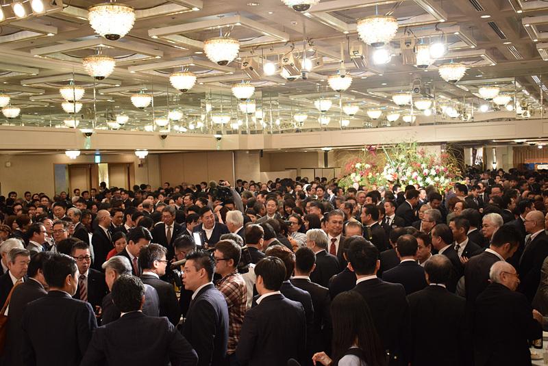 会場となった那覇市内のホテル「パシフィックホテル沖縄」の大広間には、観光業界を中心に多くの人が参加した