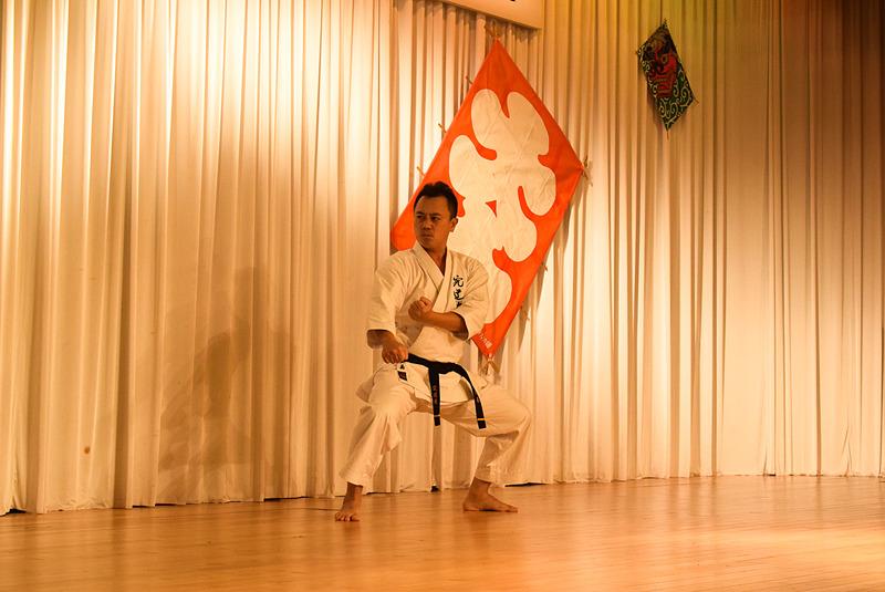 沖縄伝統空手道振興会による力強い空手演武で、厄を払う
