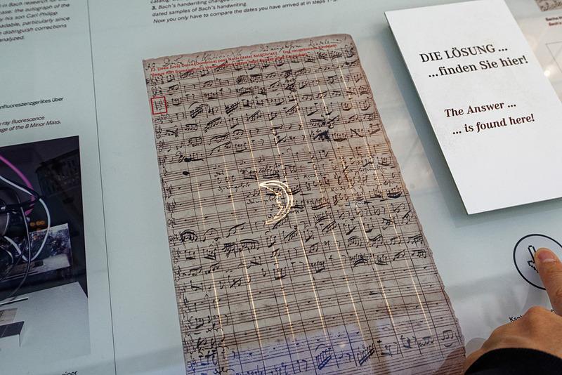 楽譜に使われた紙には特殊な製法で透かしが加えられているという
