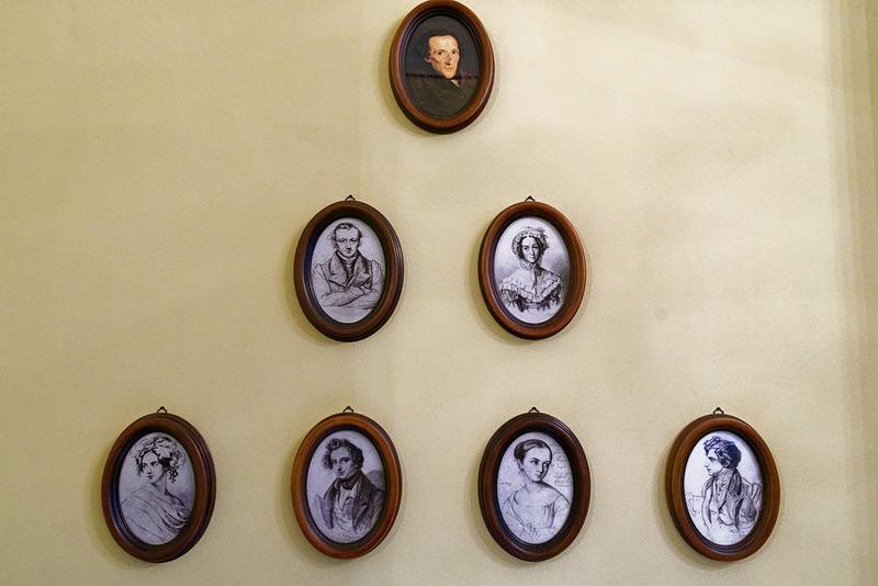 メンデルスゾーン(下段左から2番目)とその親兄弟の肖像