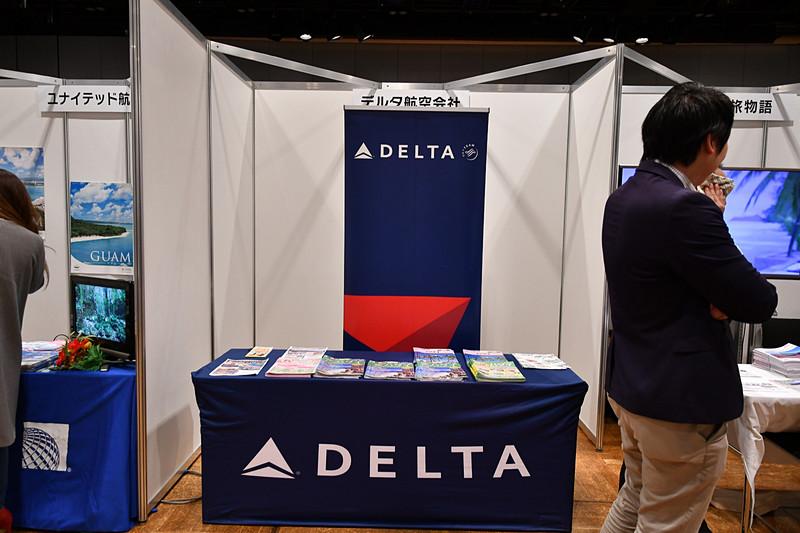 福岡~ホノルル線を運航しているデルタ航空は、ハワイ関連の観光パンフレットを配布していた