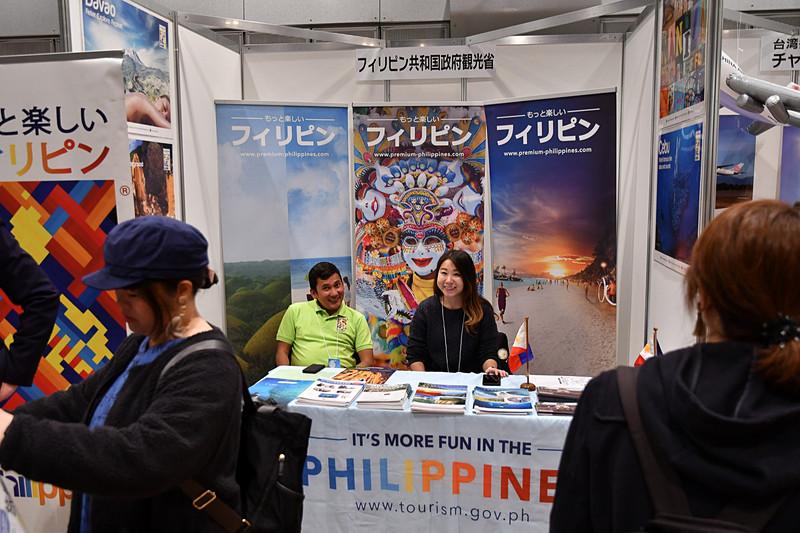フィリピン共和国政府観光省はフィリピンの各観光地のパンフレットを配布