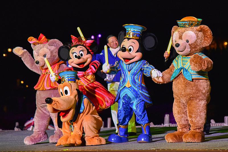 """東京ディズニーリゾート35周年""""Happiest Celebration!""""のコスチューム姿のミッキーマウスたちが「サンクスデー 2019」に駆けつけた"""
