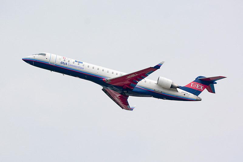 ロゴを掲出するIBEXのCRJ700型機(同型機)
