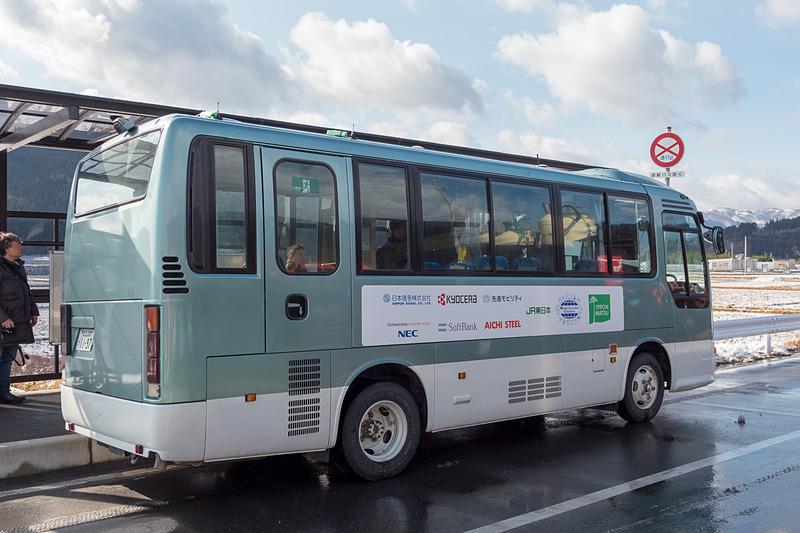日野リエッセをベースに自動運転制御システムを組み込んだ先進モビリティの自動運転バス