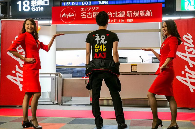 エアアジア・ジャパンの現役CA「ファンチーム」によるダンスパフォーマンス