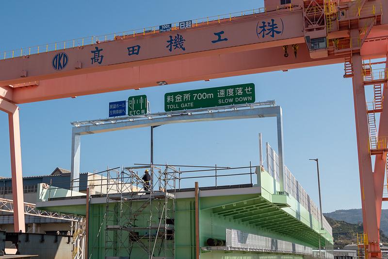 IHIインフラシステム(写真左)と高田機工(写真右)が新たな橋桁の製作を担った