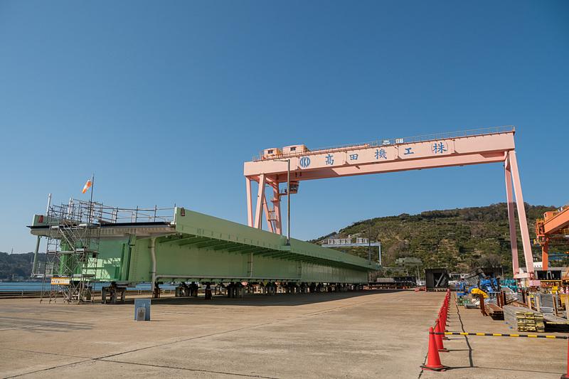 高田機工株式会社 和歌山工場で製作されたA1橋台~P1橋脚間の橋桁。写真手前がA1(関空)側。見えているのは海側(橋の外側)となる