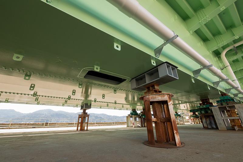底部の陸寄り部分に、NTTの通信ケーブルを取り出す配管口