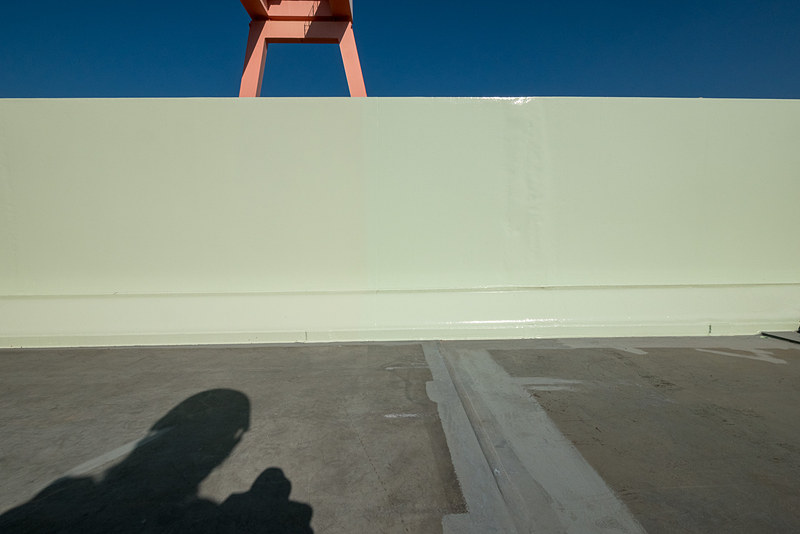 向かって右側が再利用、左側が新造した部分