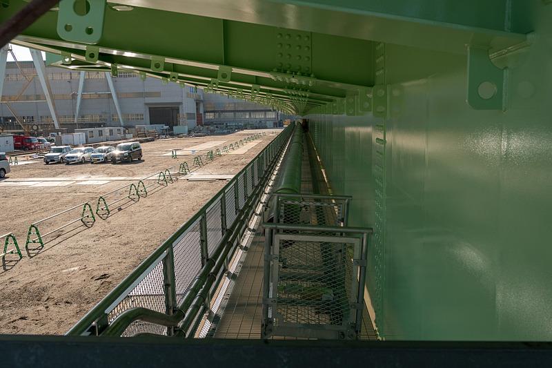 鉄道桁側のガス管と足場