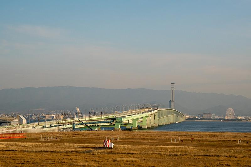 2月5日に撮影した関空連絡橋。間もなく新たな橋桁が架設される