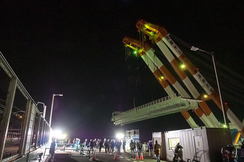 関空 A滑走路の運用が終わり、23時30分ごろから関空島寄りへと移動