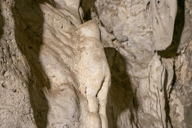 「子供の後ろ姿」のようだと言われている岩