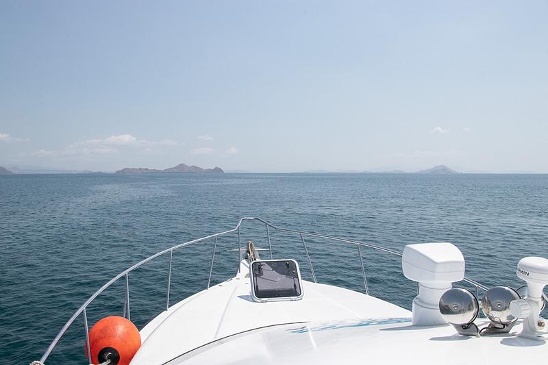 ヤマハの250HPのエンジンを3基も積んだボートに乗り、リンチャ島のコモドドラゴンへ会いに行く