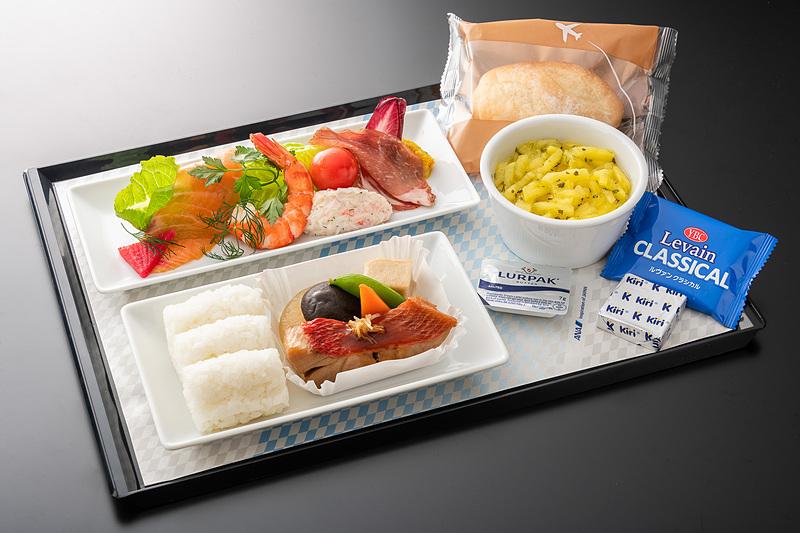 ANAは国際線での機内食や寝具、アメニティなどの新機内サービスを3月1日から提供する
