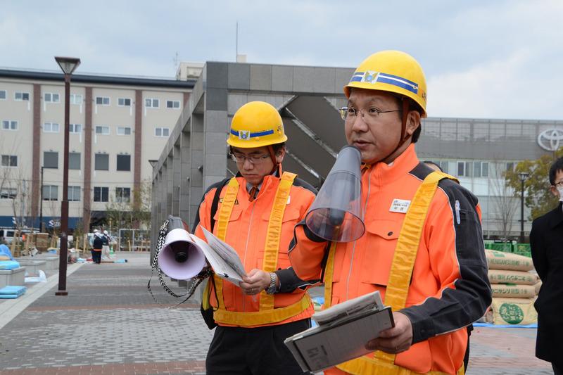 デザインの説明をする西日本旅客鉄道株式会社 京都建築工事所 所長の中西哲也氏