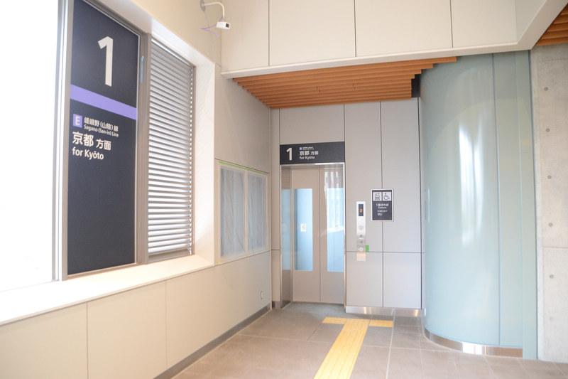 1番線 京都方面ホーム行きエレベータ