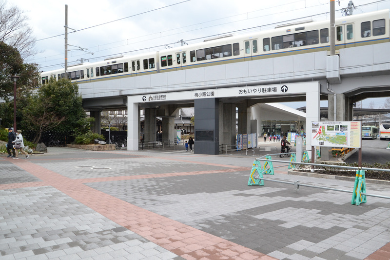 駅を背に右に歩くと京都鉄道博物館