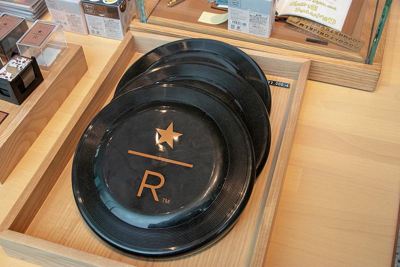 1階では「スターバックス リザーブ ロースタリー東京」オリジナルのグッズなども購入できる