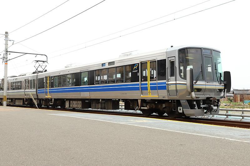 「Aシート」仕様に改装された223系電車(クハ222-1008)